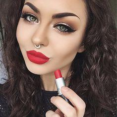 Pięknet Czerwone Usta i Makijaż