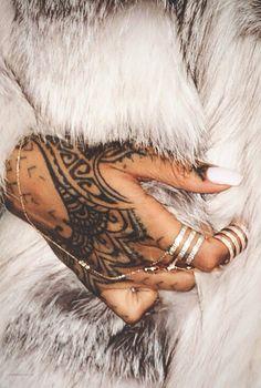 Tatuaz Na Dłoni Damskie Inspiracje Twoje źródło Inspiracji