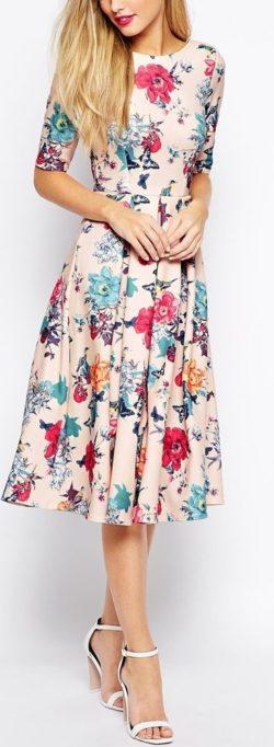 Kwieciste sukienki, Sukienka i Style modowe