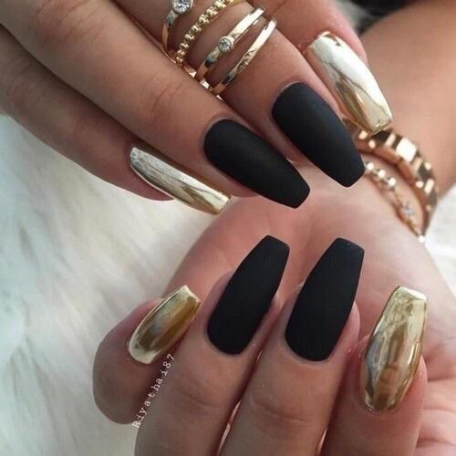 Matowe paznokcie, czarne