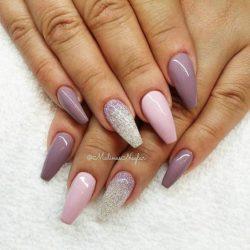 Piękne pudrowe paznokcie